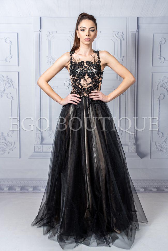 черна бална рокля от френска дантела и тюл с марабу