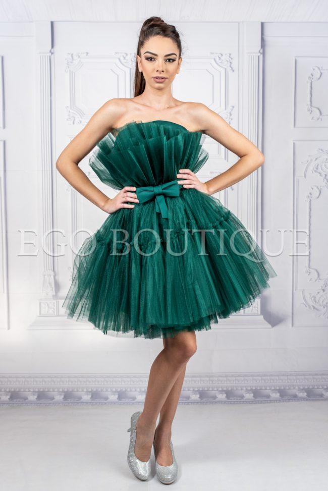 къса зелена бална рокля от много богат набор тюл