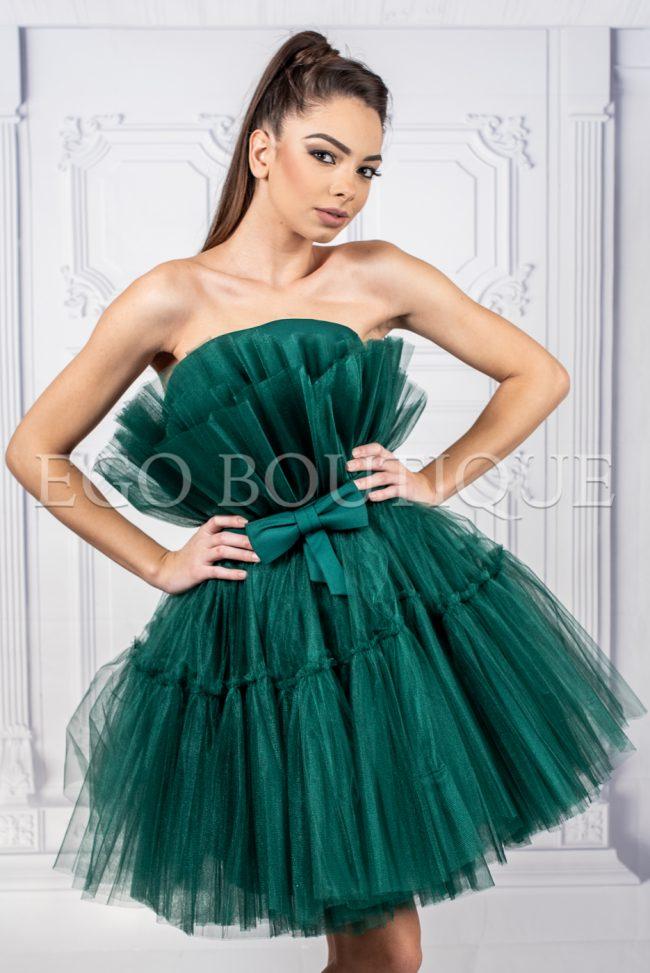 абитуриентска рокля в зелено с уникален набор френски тюл