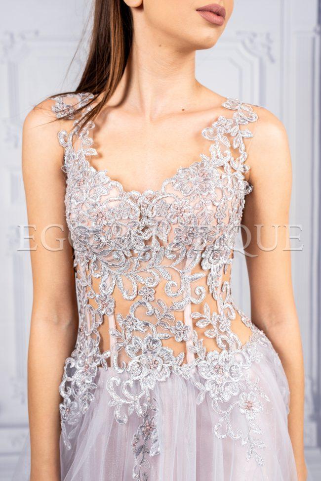 дълга абитуриентска рокля с бюстие от дантела