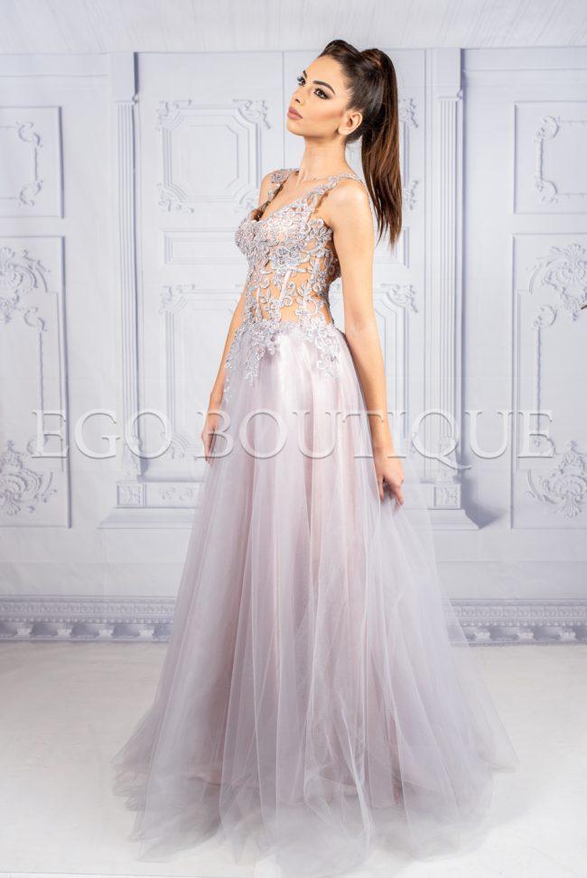 дълга бална рокля от многопластов тюл и бюстие от френска дантела