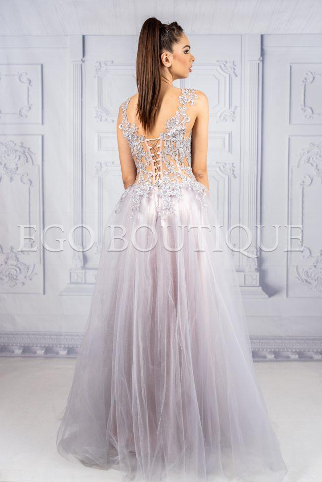 дизайнерска бална рокля с корсет от френска дантела и тюл