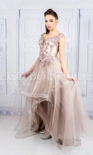 бална асиметрична рокля от дантела и тюл