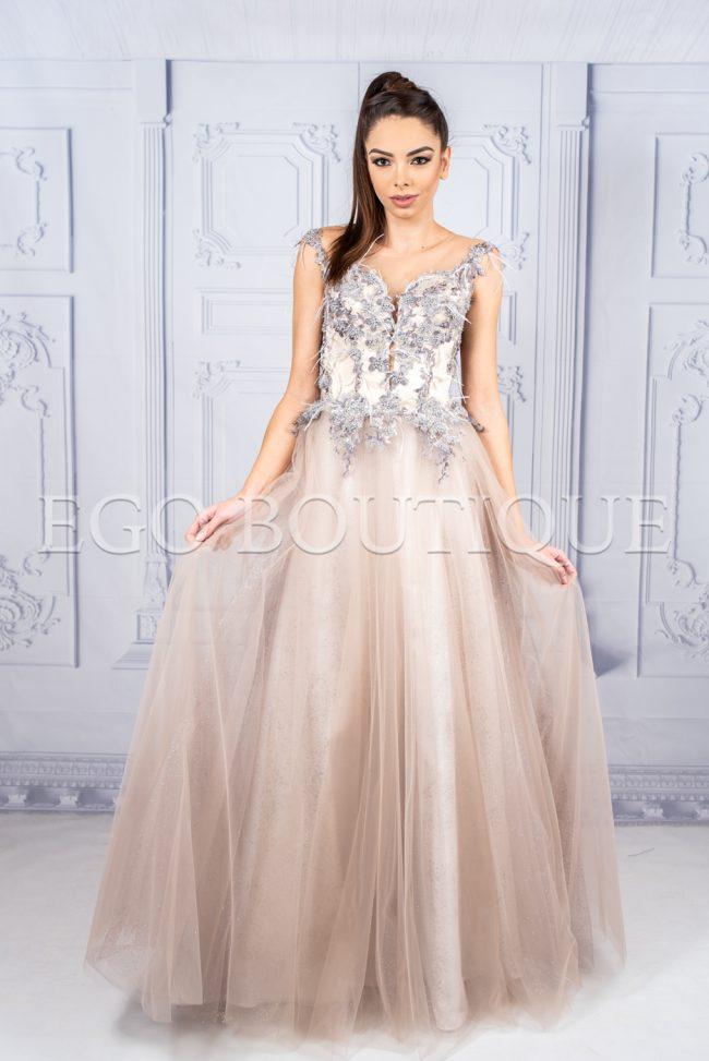 дизайнерска абитуриентска рокля с бюстие от френска дантела и многопластов тюл