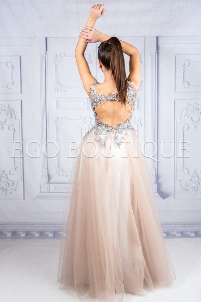 уникална дълга бална рокля с гол гръб в цвят пудра