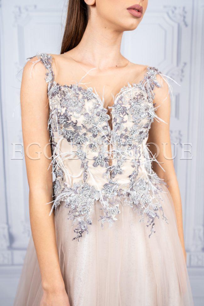 дизайнерска абитуриентска рокля с бюстие от дантела и марабу