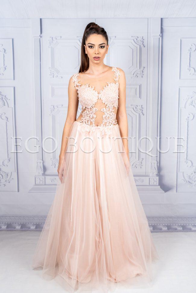 абитуриентска дълга рокля в пепел от рози с ръчно шита дантела и тюл