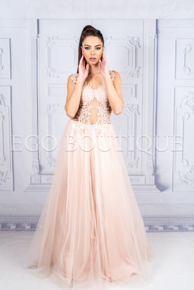 абитуриентска дълга рокля с ръчно шита дантела и тюл