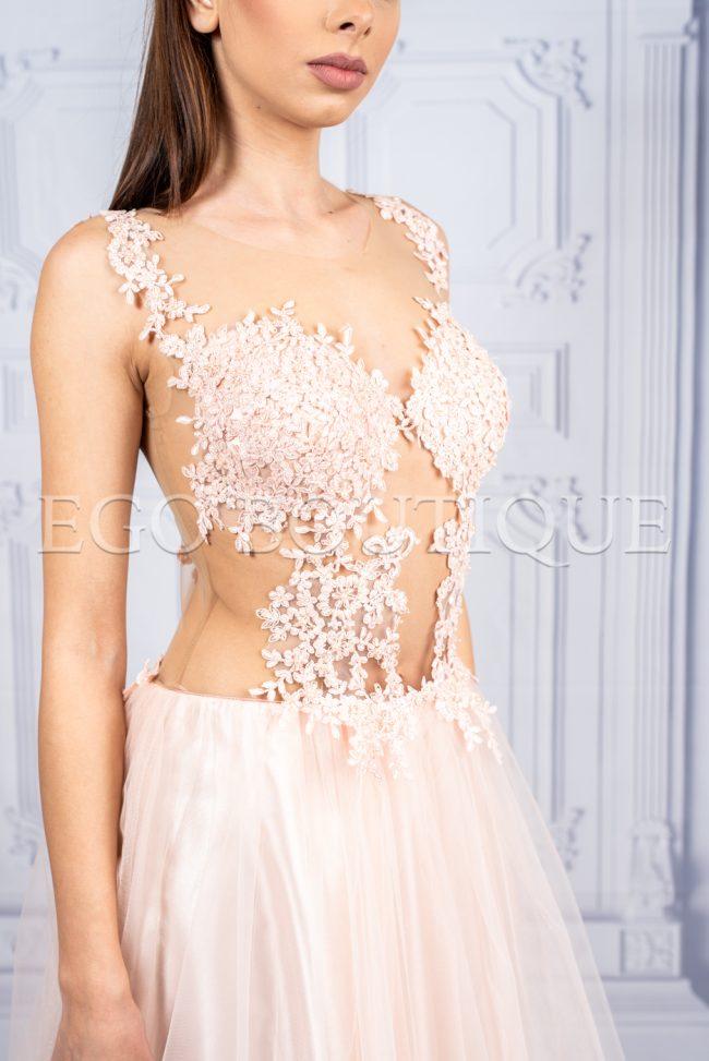 уникална бална рокля от френска дантела и многопластов тюл