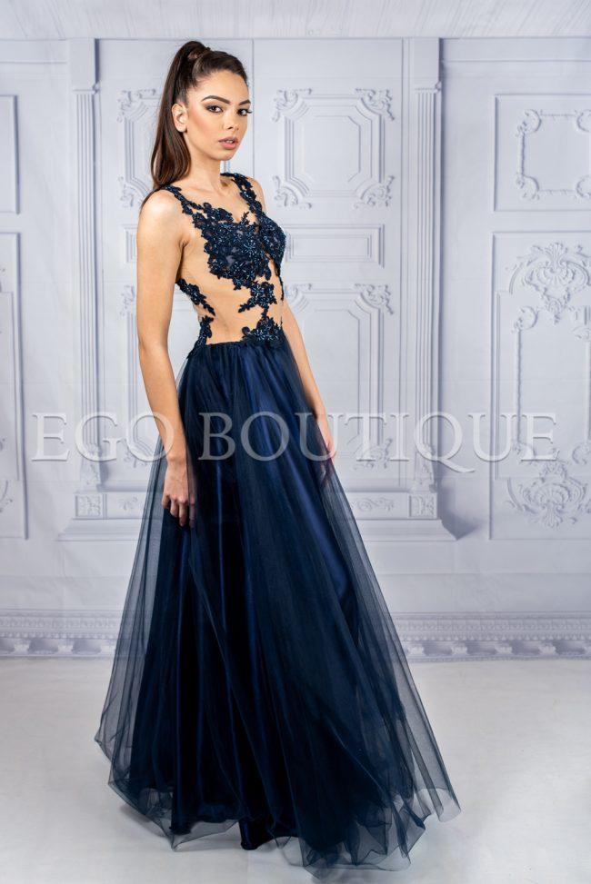дълга дизайнерска рокля в дантела и френски тюл