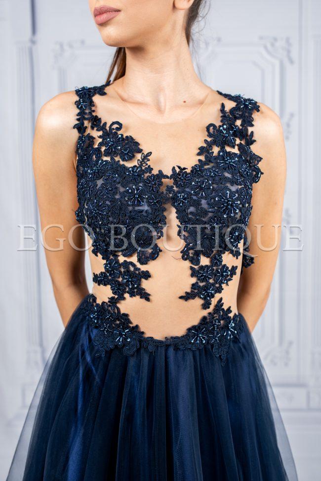 дизайнерска абитуриентска рокля с уникално бюстие и ръчно шита дантела