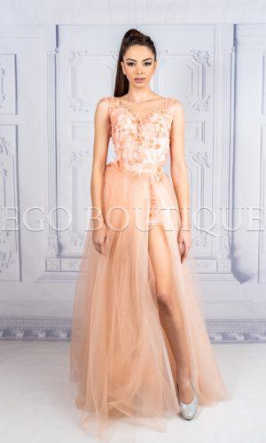 абитуриентска дълга рокля в цвят оранж от френска дантела и тюл с цепка