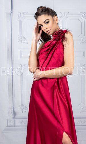 дълга бална рокля с едно рамо от червена тафта с цепка