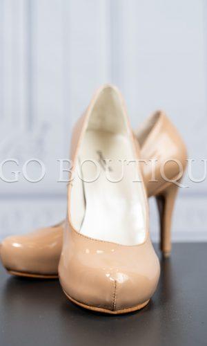 бежови официални обувки с ток