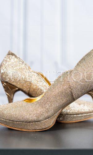 абитуриентски обувки от златна мрежа с гравиран ток