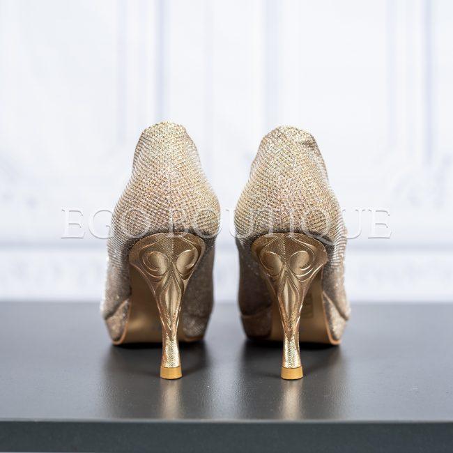 златни официални обувки с гравиран ток