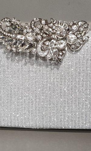 дамска абитуриентска сребърна чанта с метален обков