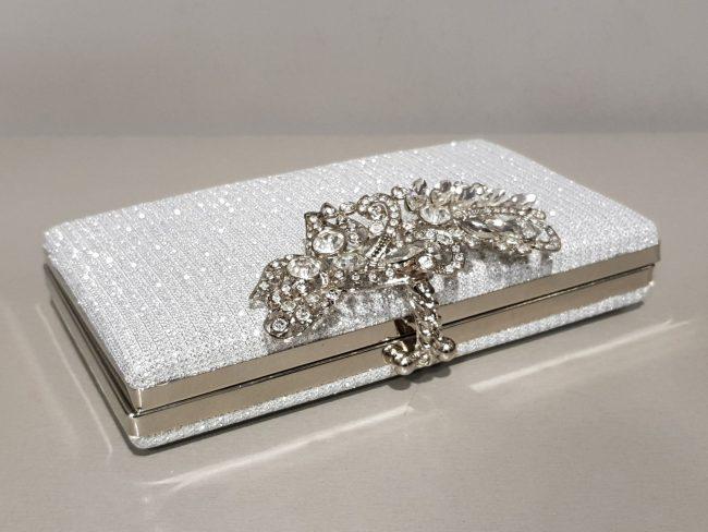 дамска малка официална чанта в сребро