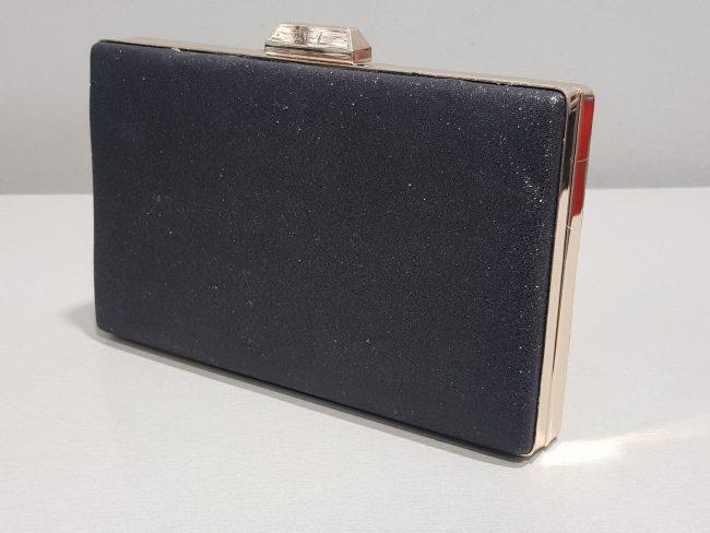 малка дамска чанта от ефектен брокат със златен обков