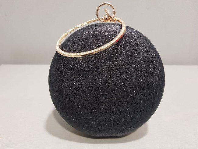 черна бална чанта с метална дръжка с камъни