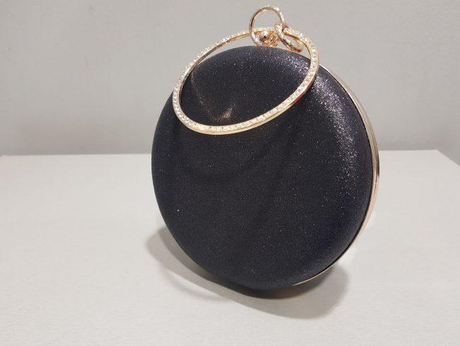 кръгла черна бална чанта с метална дръжка