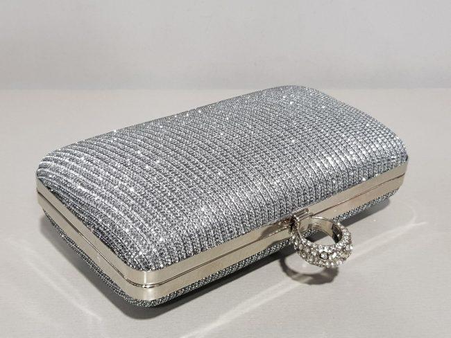 дамска чална чанта с метален обков в тъмно сребро