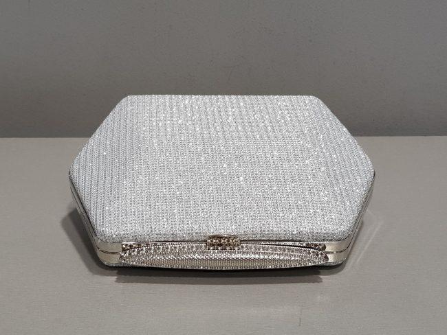 дамска бална чанта от блестяща сребърна мрежа с метален обков