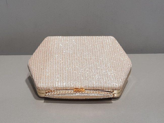 дамска бална чанта със златист метален обков