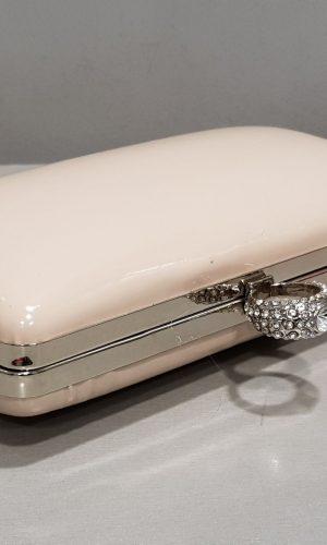 бежова бална чантичка с метален обков